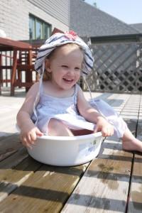 Pour aller s'assoir dans une bassine pleine d'eau, là elle garde sa couche!